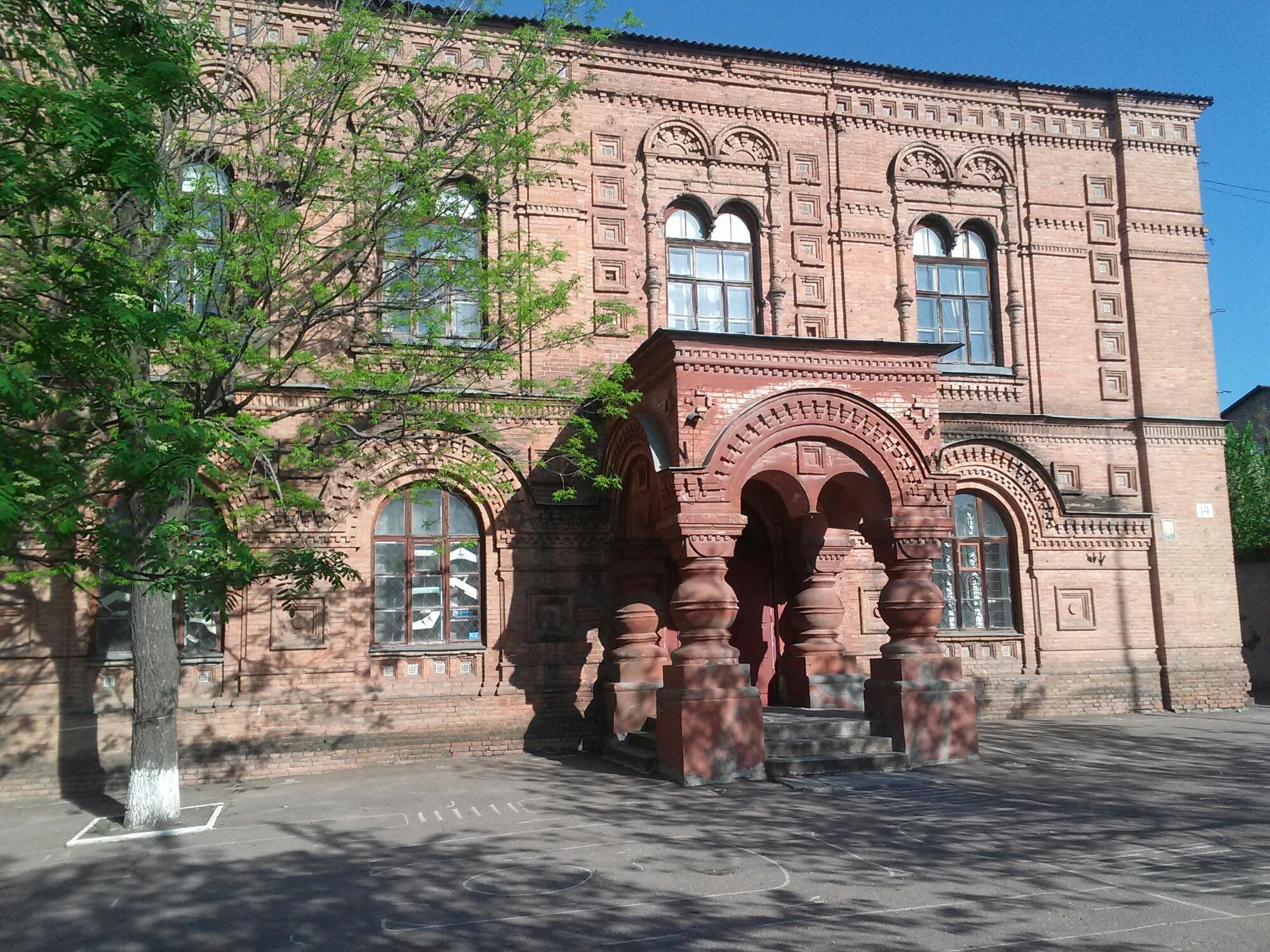 Це будівля ремісничо-грамотного училища 1867 року.