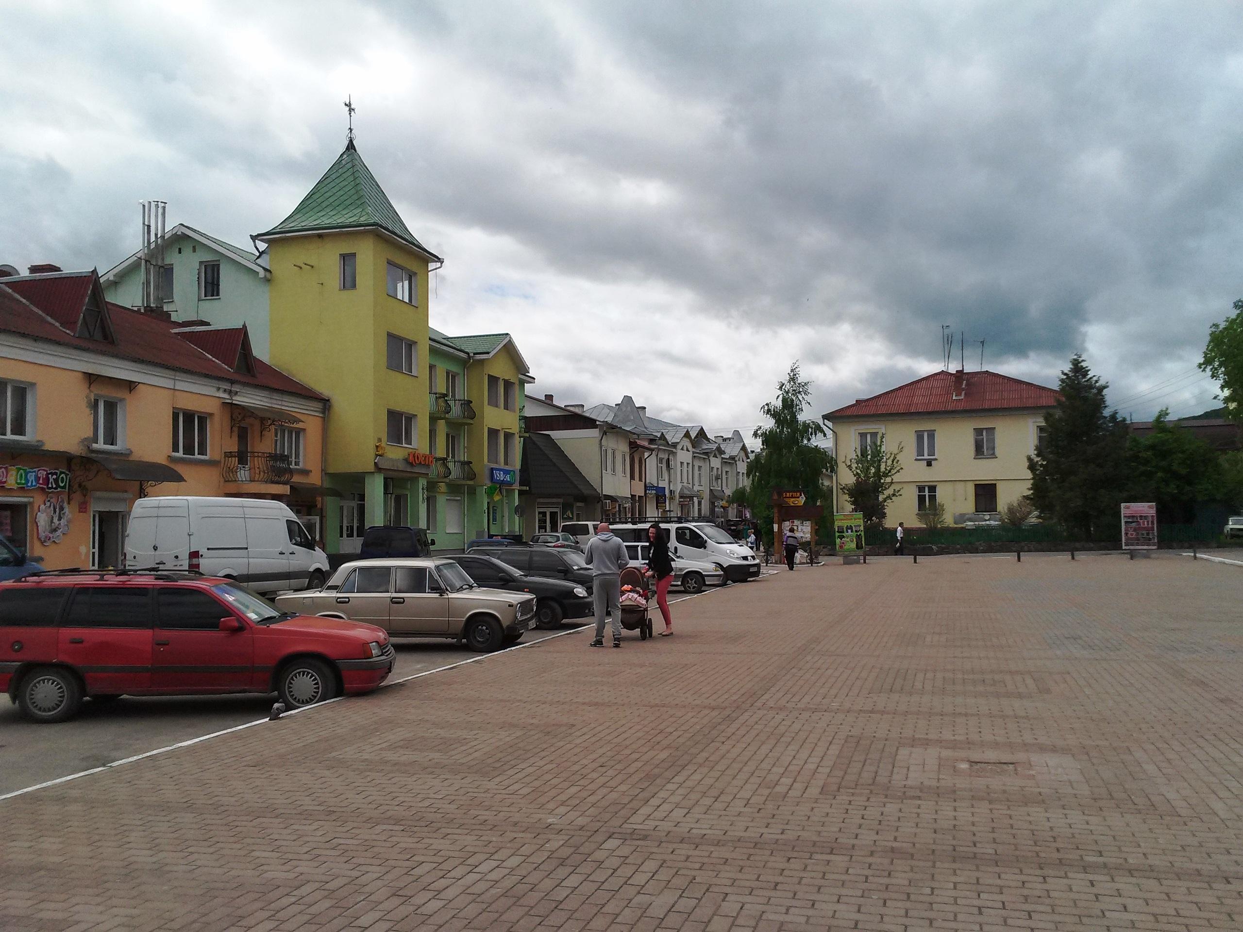 Площа біля Косівської РДА