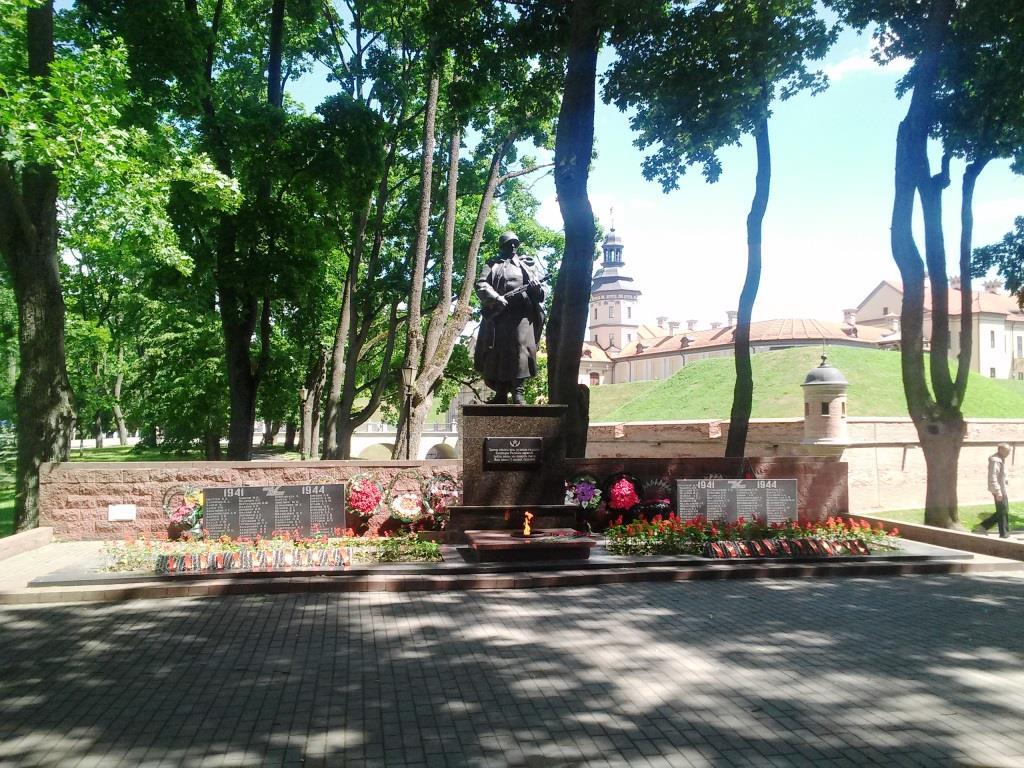 пам'ятник радянському воїну у несвіжі