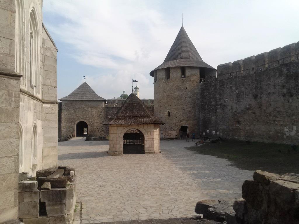 Хотинська фортеця двір