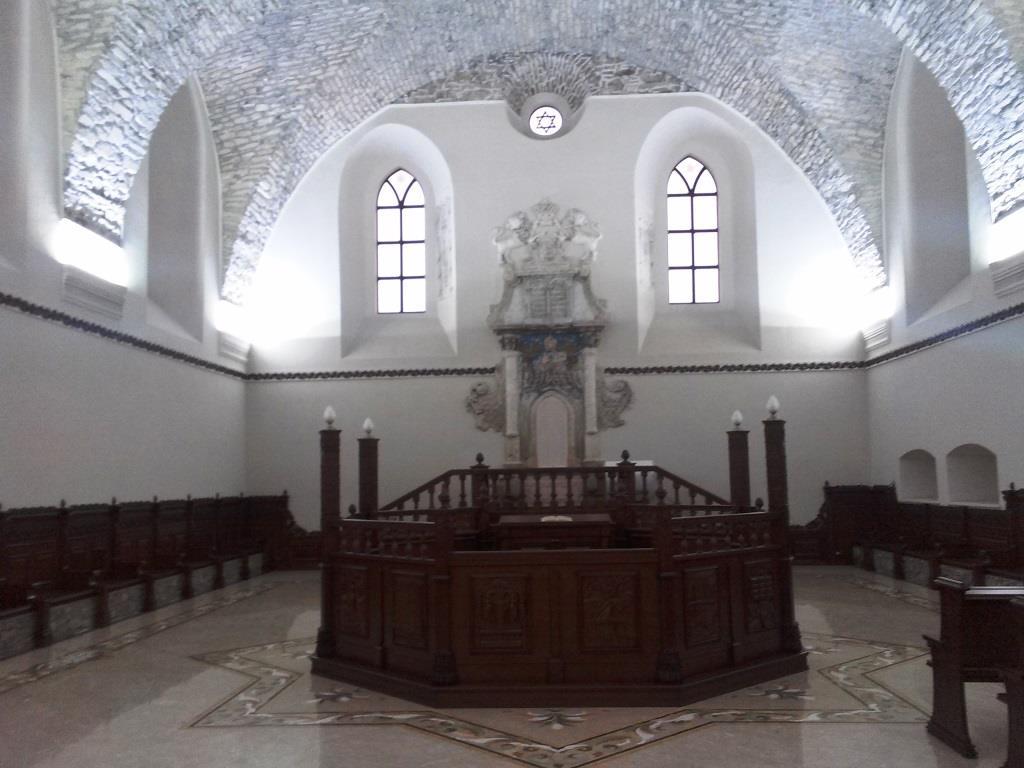 Сатанівська синагога у середині