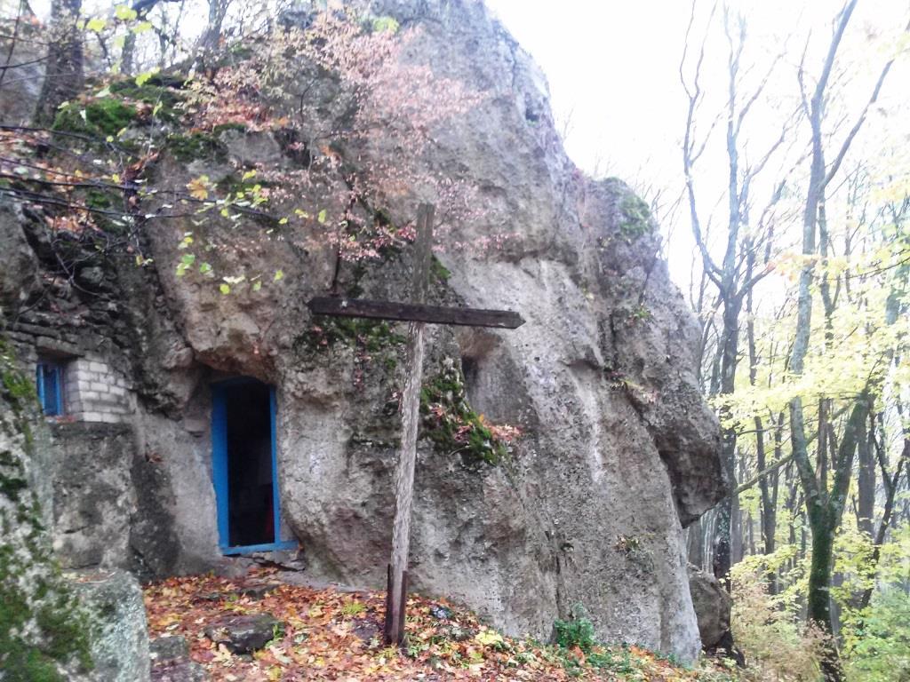 Печера відлюдника Сатанів